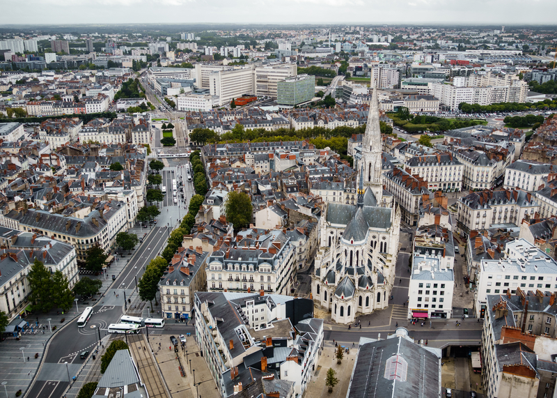 Nantes Airport is located in Bouguenais, 10 km (5 miles) southwest from Nantes city centre.